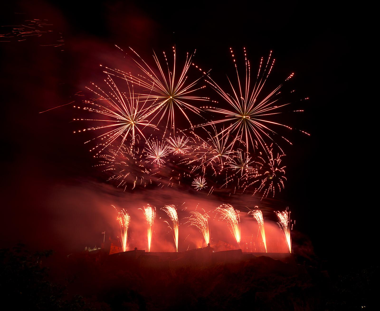 Edinburgh_Castle_Fireworks_(8011901282)